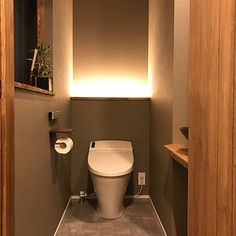 Modern Toilet, Small Toilet, Toilet Tiles, Japanese Home Design, Japanese Style, Japanese Bathroom, Powder Room Design, Toilet Room, Toilet Design