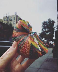 Who cares about unicorns... #rainbow #rainbowbagel #bagelboy #bayridge #brekkie #zweitesfrühstück #breakfast #whenyouareinrome #gettingfatandhappy #nycfoodie #berlinfoodie #feedfeed #timeoutnewyork #newyork_instagram #foodielife #foodiegram #veggie #colorfulfoods #justgoshoot #laundrydays #toasted