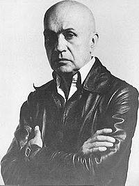 Edgar Negret, Escultor.hierro y el aluminio
