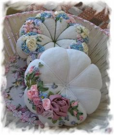 Love the ribbonwork flowers on pincushions. Silk Ribbon Embroidery, Embroidery Stitches, Hand Embroidery, Diy And Crafts, Arts And Crafts, Needle Book, Sewing Notions, Pin Cushions, Pillows