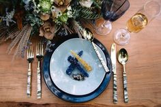 Modern wedding place setting idea - blue plates and rock candy {Hope Helmuth Photography} Geode Cake, Groom And Groomsmen Attire, Wedding Plates, Wedding Place Settings, Sweet Caroline, Photography Pricing, Sweetheart Table, Floral Centerpieces, Celebrity Weddings
