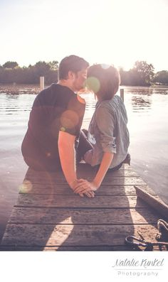 engagement session on a lake dock! best poses. engagement inspiration. favorite poses!