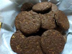 Σοκολατένια μπισκότα Βρώμης με Φουντούκια συνταγή από Zoe Tsomaka - Cookpad Cookies, Chocolate, Ethnic Recipes, Desserts, Food, Crack Crackers, Tailgate Desserts, Deserts, Biscuits