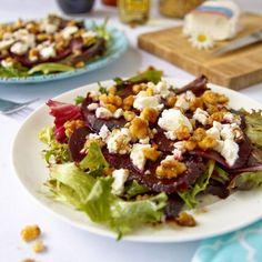 Salát z červené řepy s kozím sýrem - zdravý recept Bajola Vegetable Salad, Cobb Salad, Healthy Life, Salads, Paleo, Food And Drink, Health Fitness, Low Carb, Cooking Recipes