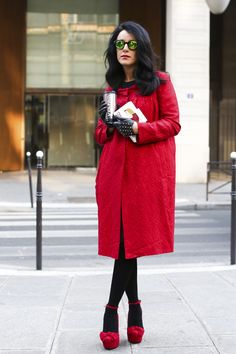 Black & red outfits // Red coat and red shoes
