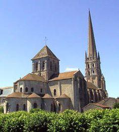Saint-Savin-sur-Gartempe Architecture Romane, Romanesque Architecture, Roman Architecture, Beaux Villages, Old Building, Aquitaine, Monuments, Provence, Barcelona Cathedral