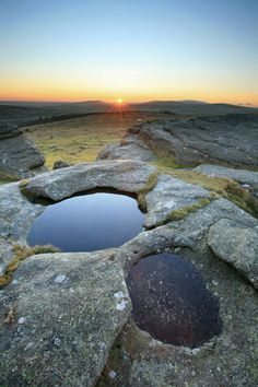 Kes Tor rocks, Dartmoor. Uk Location, Dartmoor National Park, Devon And Cornwall, Hidden Places, English Countryside, Queen, Natural Wonders, Geology, Places To Visit