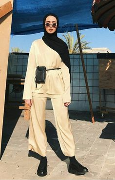 Modern Hijab Fashion, Street Hijab Fashion, Hijab Fashion Inspiration, Muslim Fashion, Minimal Fashion, Modest Fashion, New Hair Cut Style, Chic Outfits, Fashion Outfits