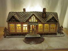 Tein tälläisen asemarakennustyyppisen talon, mitoiltaan noin 13x45cm. Itse suunnittelin harrastusmielessä - by Aleksi -- Piparkakkutalo, Joulu, Gingerbread house, Christmas