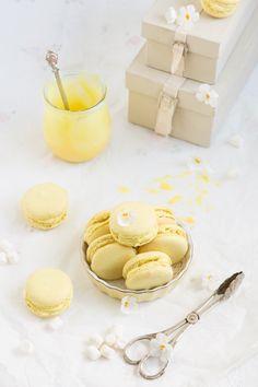 Hier kommen Macarons für Süßschnuten. Sie bringen Sonne und Freude ins Haus. Das erste Mal, dass ich keine Muffensausen vor den verwöhnten Diven hatte. Ich habe mir gedacht, wenn ihr nichts werden …