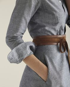 Adding a belt to a chambray dress can add some great texture and subtle color Style Outfits, Mode Outfits, Pretty Outfits, Fashion Outfits, Fashionable Outfits, Fashion Mode, Look Fashion, Autumn Fashion, Look Retro