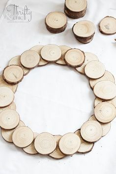 5 Minute DIY Wood Slice Wreath Tutorial, Diy And Crafts, DIY 5 minute wood slice wreath tutorial. How to make a wood disc wreath. Woodland Christmas, Easy Christmas Crafts, Christmas Wood, Simple Christmas, Christmas Decorations, Christmas Ideas, Diy Christmas Wreaths, Christmas Signs, Summer Crafts