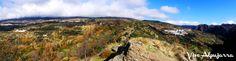 Vista panorámica tomada desde uno de los lugares más antiguos de La Alpujarra: la Mezquita, en Busquístar. Al fondo a la izquierda, se ven algunos pueblos de La Taha, como Atalbéitar, Pórtugos y, a lo lejos, Pitres y Capilerilla. A la derecha, Busquístar con el oscuro barranco del río Trevélez. Vive Alpujarr