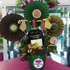 Diy Birthday Box, 21st Birthday Cakes, Liquor Bouquet, Candy Bouquet, Balloon Basket, Balloon Gift, Balloon Decorations, Birthday Decorations, Honey Shop