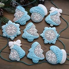 Christmas Tree Cookies, Iced Cookies, Christmas Cupcakes, Christmas Gingerbread, Cupcake Cookies, Christmas Desserts, Christmas Treats, Christmas Baking, Gingerbread Cookies