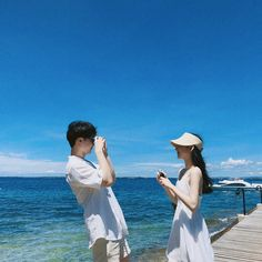 Johnny and y/n photography at beach Couple Relationship, Cute Relationships, Ulzzang Couple, Ulzzang Girl, Korean Couple, Korean Girl, Frases Wattpad, Girl Friendship, Beach Poses