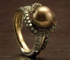 Emmy DE * Chocolate pearl and brown diamond ring by Giorgio Visconti. Pearl Jewelry, Jewelry Box, Unique Jewelry, Jewelry Accessories, Jewlery, Pearl Rings, Chocolate Pearls, Pretty Rings, Diamond Are A Girls Best Friend