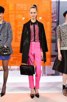 Last fall, Kate Spade New York did a bit of navel-gazing by looking to the Big Apple for inspiration. But a year later, and it seems the Kate Spade girl is Fashion Now, Tokyo Fashion, Fashion Looks, Fashion 2014, Pink Fashion, Kate Spade, Street Chic, Street Style, York