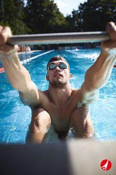Ob für Hochleistungssportler und Wettkampfsportler, Hobby-Schwimmer oder Kinder, ob durchsichtige, verspiegelte oder getönte Gläser: Schwimmbrillen schützen die Augen und sorgen für Durchblick im Wasser. Jetzt Schwimmbrillen kaufen!