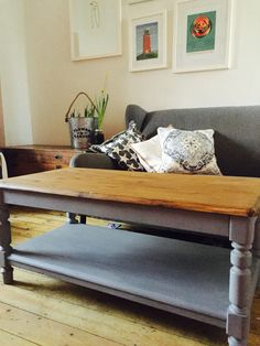 Coffee table in rustoleum anthracite and a dark waxed top Upcycled Furniture, Furniture Ideas, Welsh Dresser, Dressers, Entryway Bench, Mustard, Room Ideas, Bedrooms, Living Room
