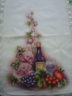Caminho para mesa pintado à mão, feito em tecido de canhamo. Sem o bico em crochê.
