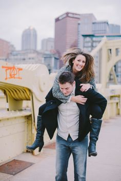 Pittsburgh Engagement photos. Downtown. Urban. Love.  www.stevendrayimages.com