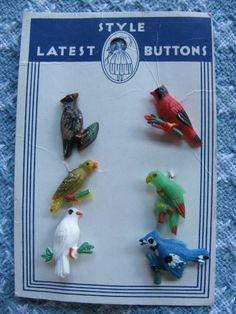 6 VINTAGE 30'S PLASTIC BIRD BUTTONS NEW ON CARD