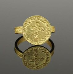 ANCIENT ROMAN GOLD RING WITH CROSS - CIRCA 2ND/5TH C AD