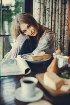 Hi, lady. Good looking girl in coffee shop. Breakfast Photography, Girl Photography, Lifestyle Photography, Fashion Photography, Morning Photography, Coffee Girl, Coffee Shop, Coffee Lovers, Deco Cafe