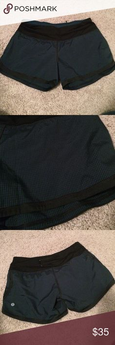 🎀 Lululemon Groovy Run Shorts Gorgeous shorts in a black and green-blue small checkered pattern. Black waistband and trim. Back zippered pocket and two front inside slip pockets. Drawstring and liner in great condition. lululemon athletica Shorts