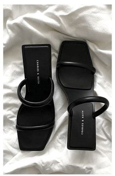 Dr Shoes, Hype Shoes, Me Too Shoes, Shoes Heels, Crazy Shoes, Stiletto Heels, Sneakers Fashion, Fashion Shoes, Fashion Bags