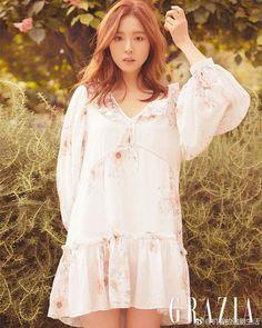 Shin Se Kyung Epitomizes Spring Goddess in Grazia May 2019 Pictorial - KdramaDaily Korean Beauty, Asian Beauty, Kdrama, Korean Photo, Shin Se Kyung, Light Dress, Korean Actresses, Korean Actors, Feminine Dress