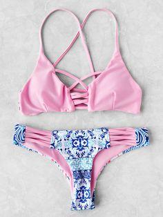 SheIn offers Contrast Printed Crisscross Bikini Set & more to fit your fashionable needs. ugh i wish my boobs would fit into this it's soooooO prettY Source by Sets Pretty Swimsuits, Cute Bikinis, Ropa Interior Boxers, Bikini Sexy, Bikini Bum, Bikini Pics, Suits Show, Trendy Swimwear, Cute Bathing Suits