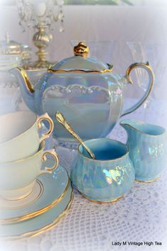 50 Top Tea Sets Decoration Ideas For Your Awesome Living Room #awesome #teacup #décoration #diy #craft #diywoodcrafts
