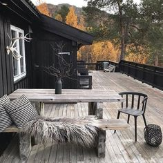 Nordic Home, Scandinavian Home, Dollar Store Organization, Log Cabin Exterior, Outdoor Rooms, Outdoor Decor, Haus Am See, Lodge Style, Forest House
