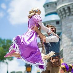 Rapunzel & Flynn/Eugene out at Walt Disney World.