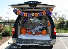 19 Easy and Clever Trunk or Treat Ideas that just might win you best of show! These are easy and cheap ideas to give you the best trunk! Halloween Week, Halloween Projects, Holidays Halloween, Easy Halloween, Halloween Treats, Halloween Party, Halloween Havoc, Halloween Costumes, Preschool Halloween