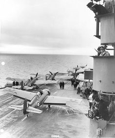 Grumman Martlets on HMS Illustrious Ww2 Aircraft, Military Aircraft, Hms Illustrious, Image Avion, Royal Navy Aircraft Carriers, Aviation Image, Ww2 Planes, Fighter Pilot, Royal Marines