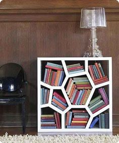 Besoin d'idées déco ? Topito nous propose une sélection des bibliothèques les plus insolites. Maintenant c'est à vous de jouer ! http://www.topito.com/top-bibliotheques-originales-insolites#