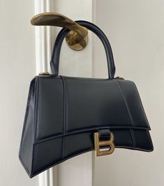 Luxury Purses, Luxury Bags, Stations De Ski, Mode Ootd, Fendi, Gucci, Balenciaga Bag, Cute Bags, Backpack Purse