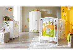 Trasforma la sua stanza in un fantastico boschetto con un tenerissimo coniglietto che gli fa compagnia!