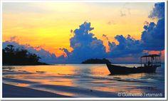 Koh Rong é uma ilha do Camboja sem muita infra estrutura, com luz elétrica disponível devido aos geradores dos pequenos hotéis, que disponibilizam somente lâmpadas e tomadas dentro dos bangalôs, além do restaurante e recepção. Para quem gosta de natureza, praia, mergulhar e praticar trekking, há muito o que fazer em Koh Rong. São lindas praias interligadas por algumas trilhas, poucos turistas, ideal para quem procura curtir praia e descansar.