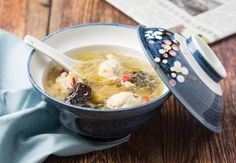 Chinese Chicken Soup With Red Dates And Goji Berries With Water, Chicken Drumsticks, Dates, Goji Berries, Salt Goji Berry Recipes, Asian Recipes, Healthy Recipes, Red Dates, Chinese Chicken, Chicken Drumsticks, Food Hacks, Food Tips, Chicken Soup