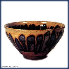 菊花天目 重要文化財 中興名物 瀬戸天目茶碗 Ceramic Cups, Ceramic Pottery, Ceramic Art, Matcha, Korean Tea, Japanese Tea Ceremony, Oriental, Chawan, Chinese Ceramics