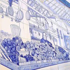 Azulejo na entrada do mercado de frutas de Quarteira. // Tile on Quarteirão fruit market. . . . . . . . . . . .  #consumirlocal #produtoslocais #mercadolocal #quarteira #algarve #oldportugal #azul #azulejos #fruta #tradicaoalimentar #tileaddiction #tiles #bluetiles #portugal