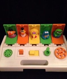 Vintage 1980 Playskool Sesame Street Poppin' Pals Pop-Up Baby Busy Toy