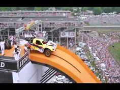 Guinness World Records of Longest Car Jump Jumping Gif, Beste Gif, Top Luxury Cars, Aluminum Cans, Car Gadgets, Guinness World, Satisfying Video, Funny Vid, Bike Design