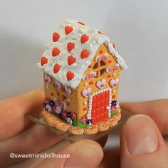 Miniature Gingerbread House - Handmade Houser , Miniature Gingerbread House Indulge yourself in some fun activity this evening. Polymer Clay Kawaii, Polymer Clay Charms, Polymer Clay Art, Diy Fimo, Diy Clay, Clay Crafts, Polymer Clay Miniatures, Polymer Clay Creations, Clay Houses