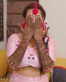 Have you always dreamed of having your hands painted full with henna till the elbows for your wedding day? Well, if you have, then this kind of intricate full hand mehndi design is just for you. Latest Bridal Mehndi Designs, Indian Mehndi Designs, Full Hand Mehndi Designs, Mehndi Designs 2018, Stylish Mehndi Designs, Mehndi Designs For Girls, Wedding Mehndi Designs, Beautiful Mehndi Design, Latest Mehndi