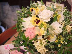 ~ナチュラルパンジーブーケ~ ウェディングブーケは『シトロンリーフ』にお任せください! あなたに合わせた世界に一つだけのウェディングブーケをお作りします。   ☆ウェディングブーケは¥5000~☆   #ウェディングブーケ#ブライダルブーケ#ホワイト#イエロー#パンジー#コデマリ#ヒヤシンス#菜の花#クラッチブーケ